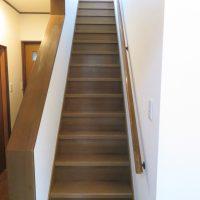 階段には手すりが付いているので安心です